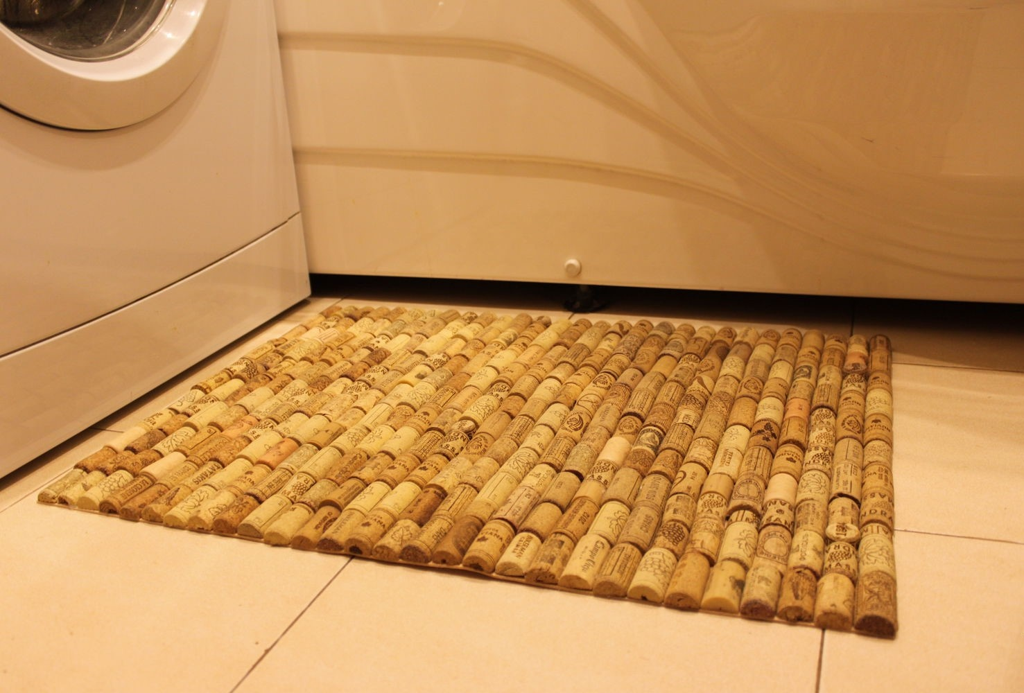 Как закрепить коврик на полу 25