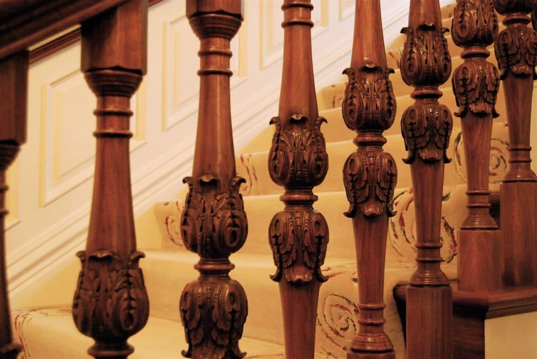 Балясины из дерева для лестниц - купить в Москве на заказ