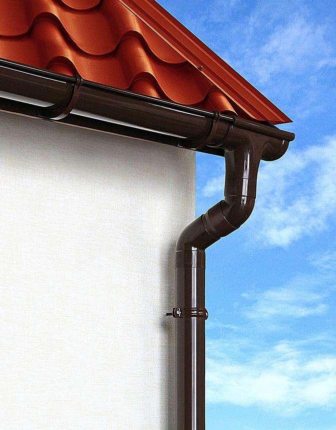 Как правильно крепить крюки водосточной системы. Крепление водосточной системы. Крепление водосточного желоба и трубы.
