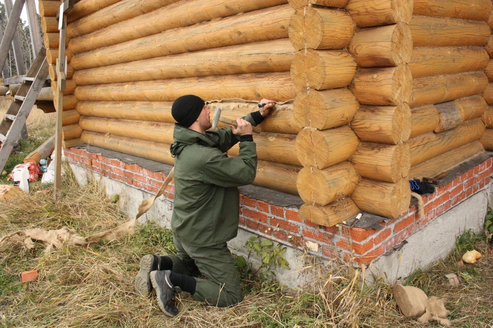 http://www.stroy-podskazka.ru/images/article/orig/2018/05/konopatka-sruba-kak-kogda-i-chem-eto-nuzhno-delat-5.jpg