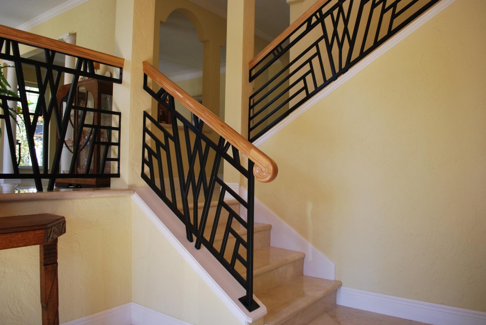 Перила для лестниц купить у поставщиков в Оренбурге оптом