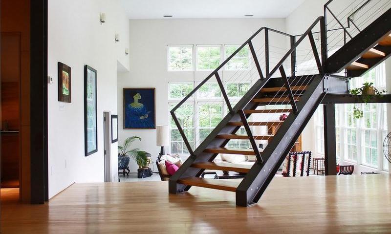 Какой металл для лестницы