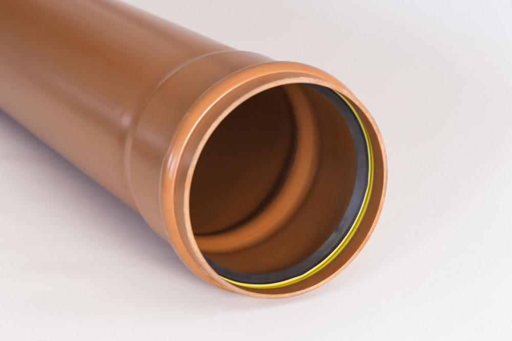 Наружный диаметр пластиковой трубы 110 мм.