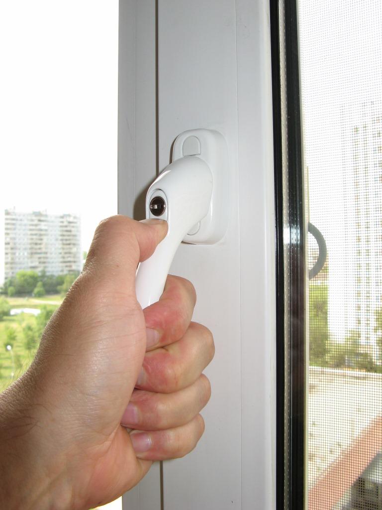 Виды защиты на пластиковые окна для безопасности детей 30