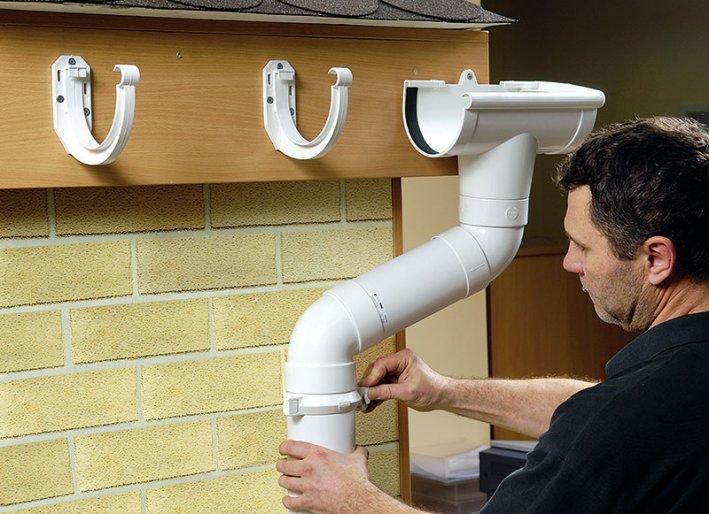 Как монтировать водосточную систему своими руками