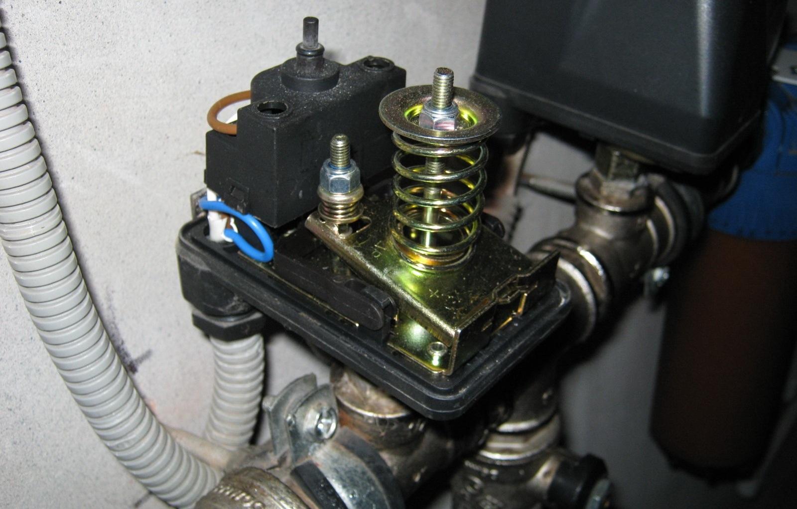 Датчик давления воды в системе водоснабжения регулировка давления в трубопроводе