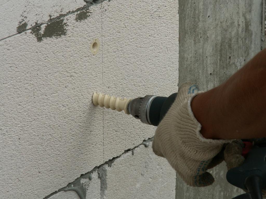 крепление в пенобетонную стену