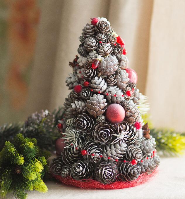 Новогодние украшения из шишек (84 фото): декор к Новому году, как сделать игрушки и украшенная на елку своими руками
