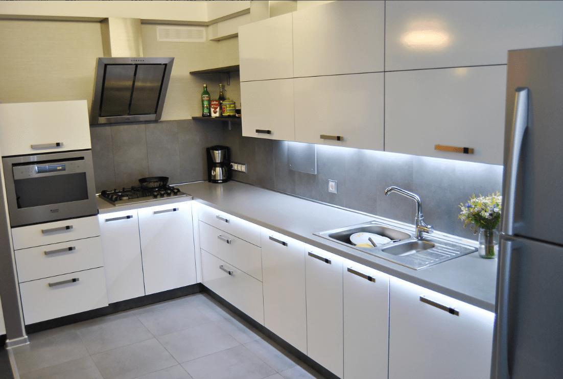кухни с белыми столешницами фото экспериментирую