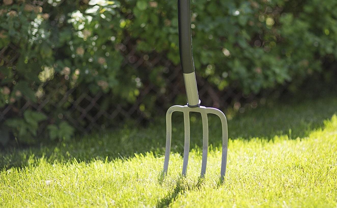 Вилы (33 фото): что это такое? Особенности узких садовых вил для сена и копки земли, характеристики кованых навозных моделей