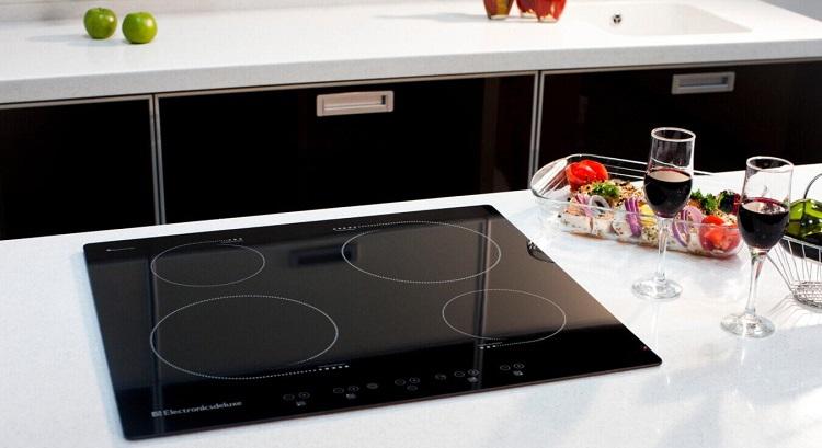 Потребление электроплиты – сколько электроэнергии потребляют плиты с четырьмя конфорками и духовкой и другие модели? Средний расход электрической энергии в квартире за месяц