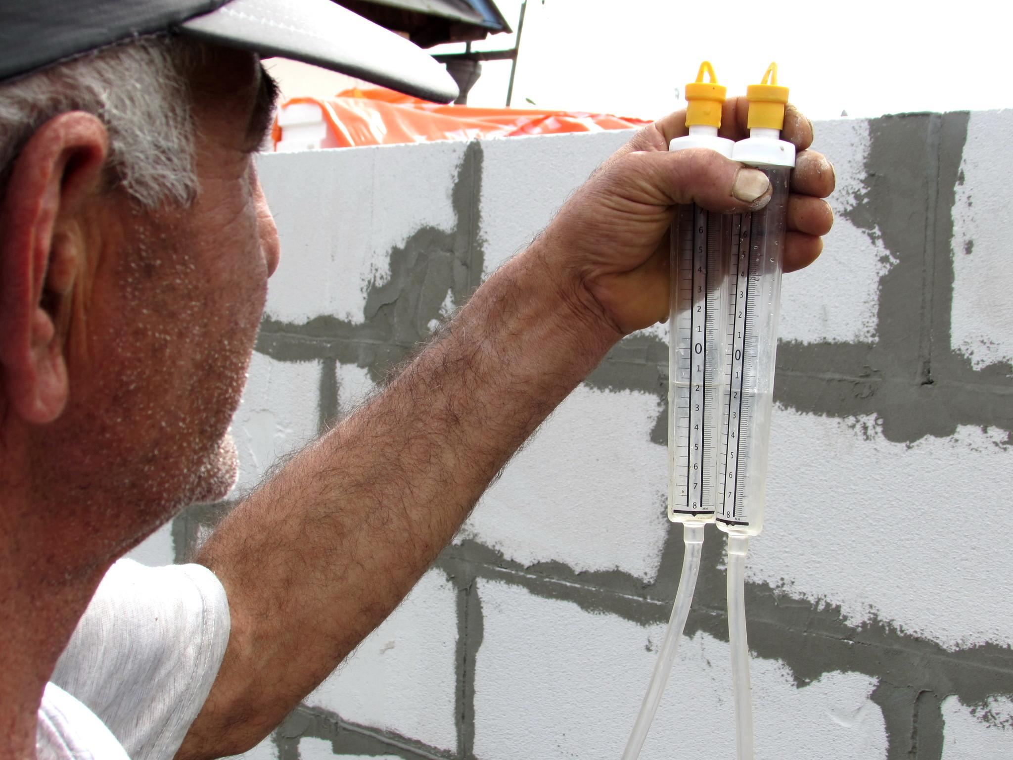 Строительный гидроуровень как пользоваться водяным жидким уровнем Принцип работы и выбор