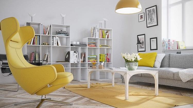 Желтая кофточка и красное кресло