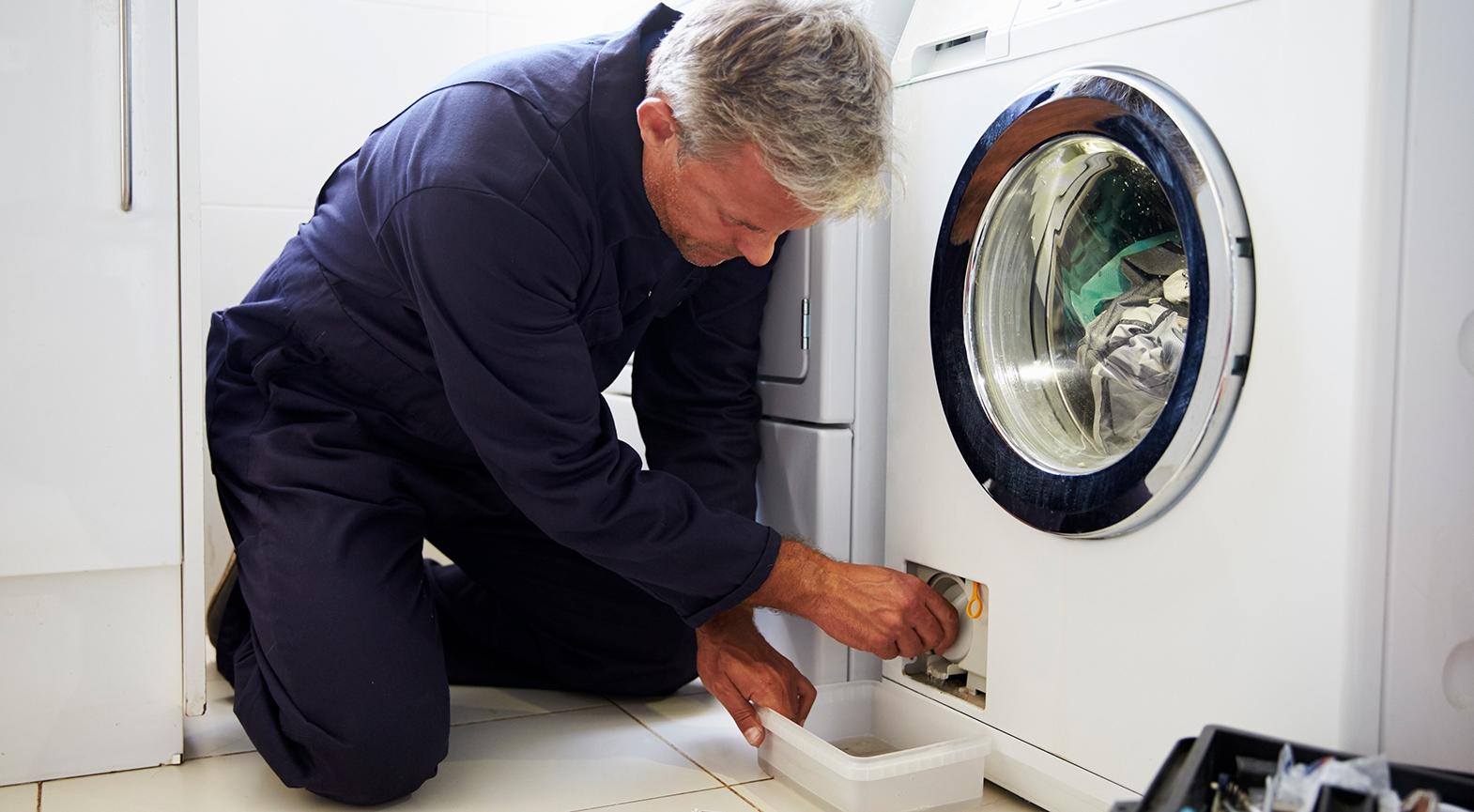 Почему стиральная машина не сливает воду и не отжимает белье