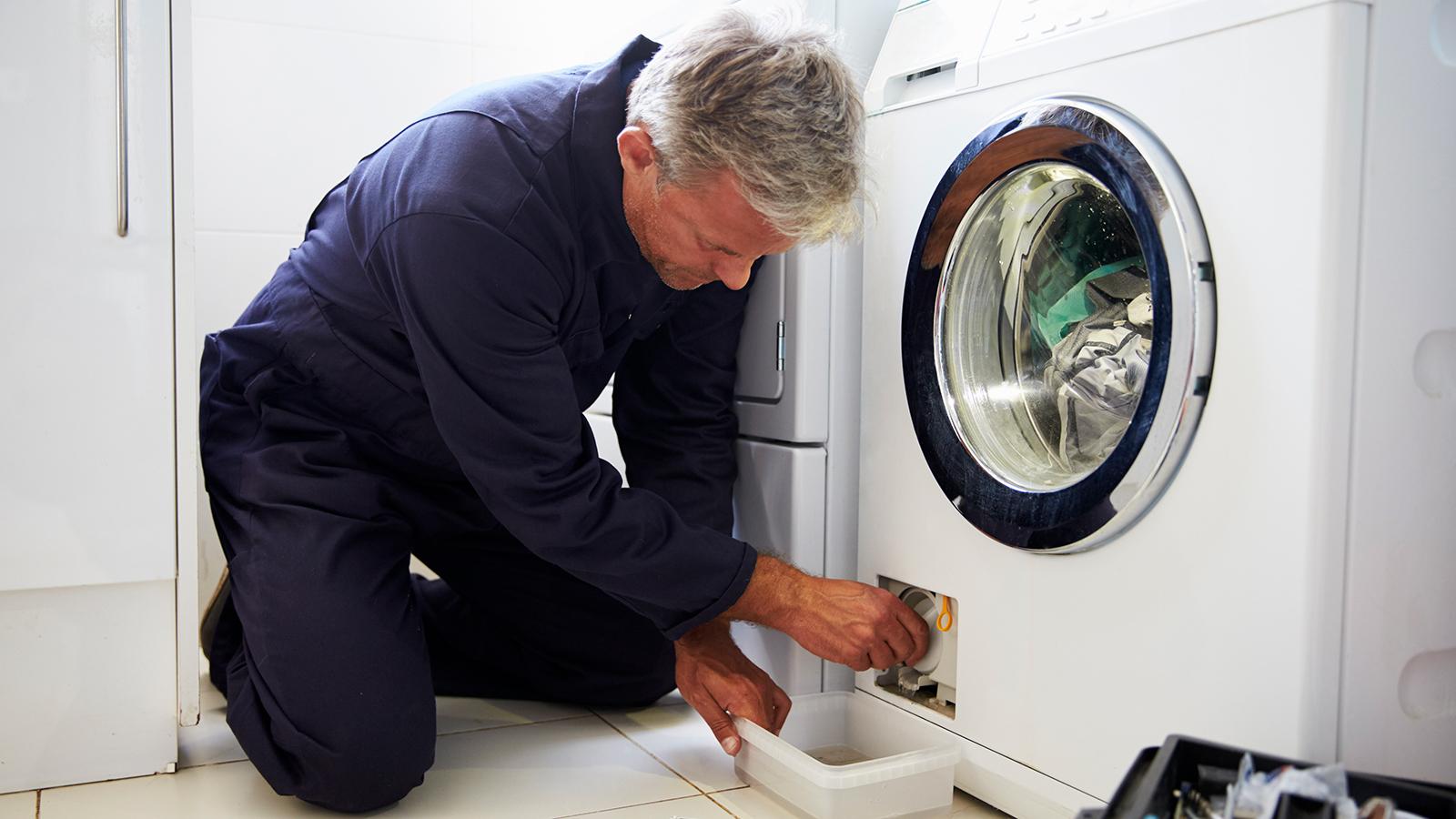 Что делать, если стиральная машина не сливает воду?