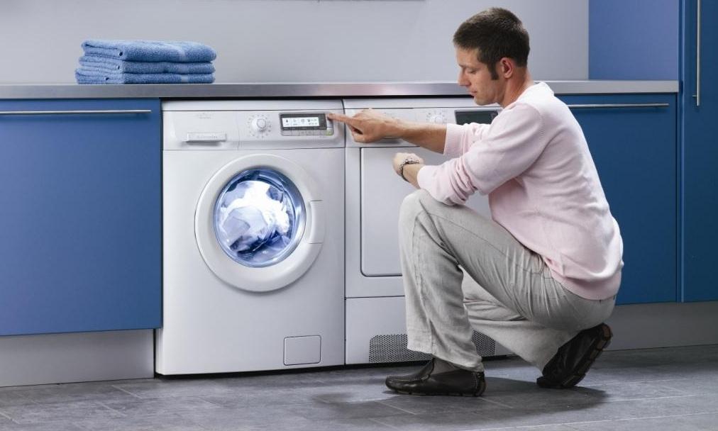 Почему прыгает стиральная машина? Что делать, если машина сильно вибрирует и трясется при отжиме. Причины проблемы и способы устранения
