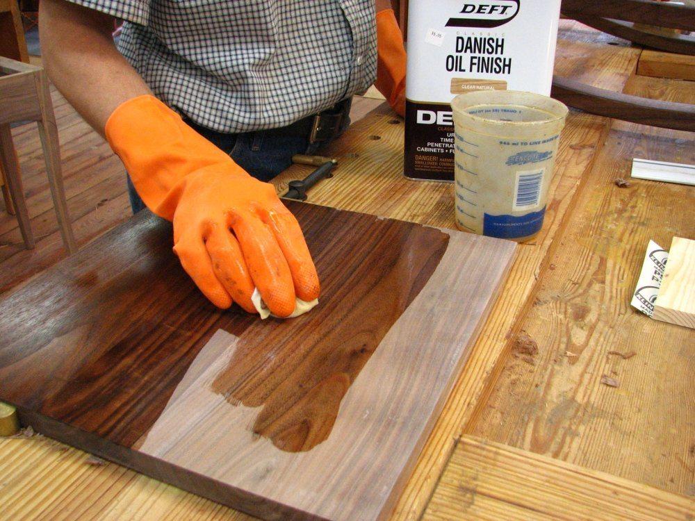 Обработка фанеры для увеличения влагостойкости и прочности, пропитка маслом и эпоксидной смолой в защитных целях