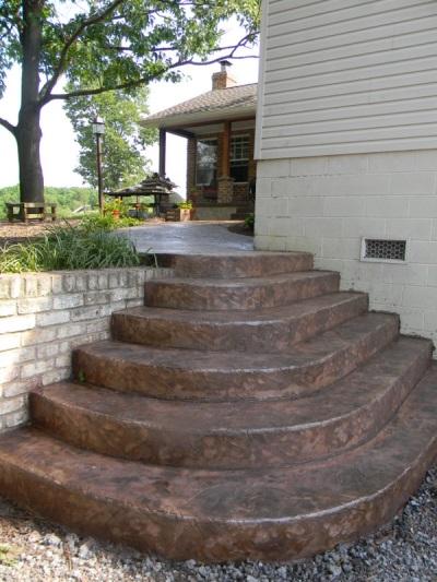 Отделанное крыльцо из бетона