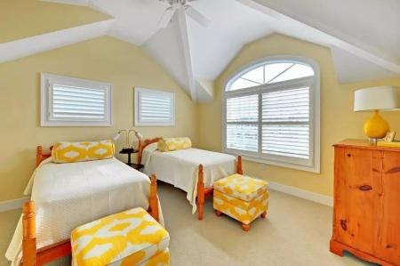 Желтая спальня (65 фото): спальня в желтых тонах, желтый цвет в интерьере узкой темно-желтой и оранжевой спальни, дизайн желто-зеленой спальни