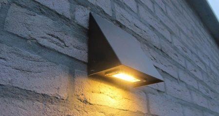 Уличные настенные светильники (87 фото): влагозащищенные и светодиодные наружные бра для улицы, встраиваемые в стену