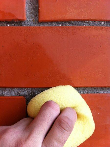 Чистка кирпича: как очистить старый кирпич от раствора и цемента после кладки, от краски и копоти на фасаде своими руками?