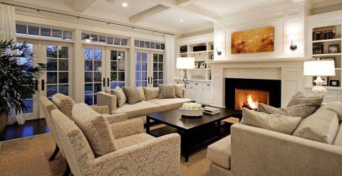 Дизайн каминной комнаты загородного дома. Гостиная с камином и ... | 248x480
