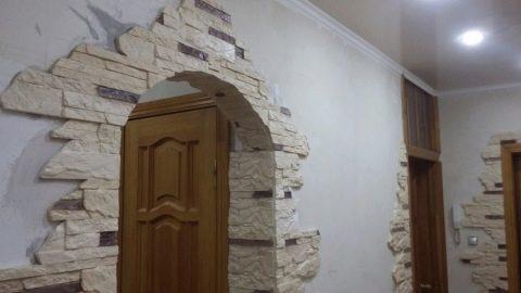 отделка декоративным камнем дверных проемов 38 фото