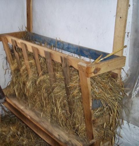 как сделать ясли для сена коровам фото поделкой