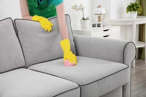 Средства для чистки мягкой мебели: чем почистить от грязи в ...