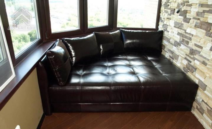 Мебель на балкон (80 фото): маленький диван с ящиком и крова.