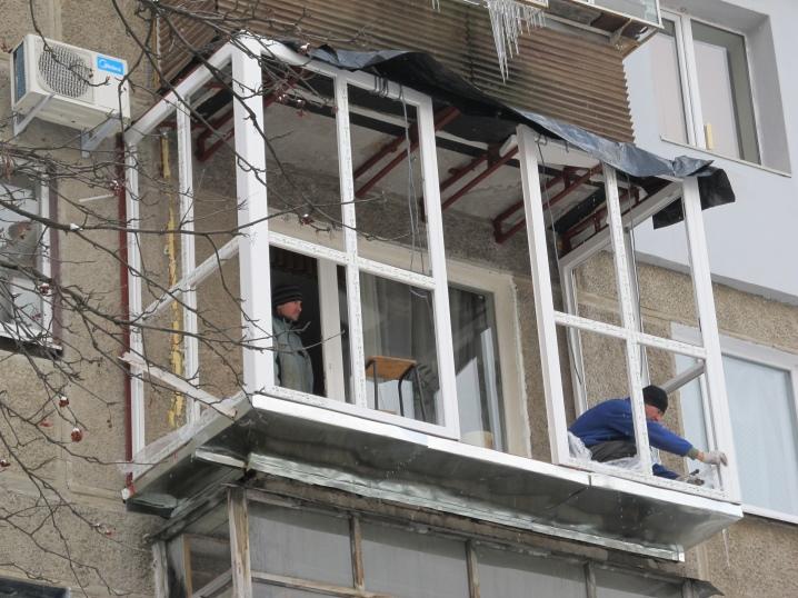 Французское остекление балкона (50 фото): окна до пола в лод.