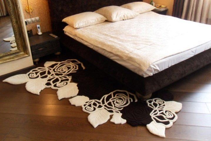 Прикроватные коврики в интерьере фото