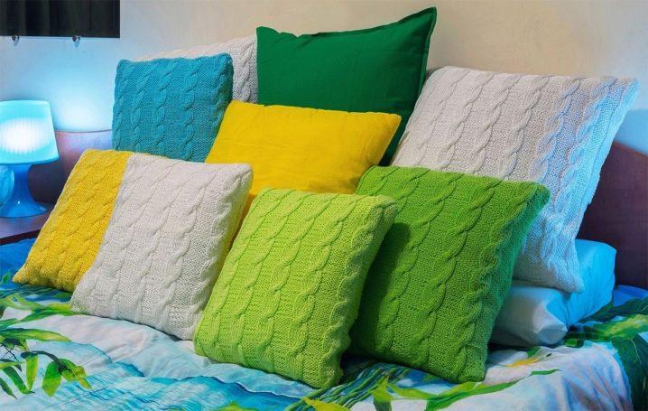 Вязанные диванные подушки своими руками