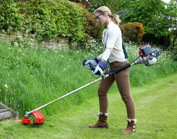 как правильно держать триммер для травы