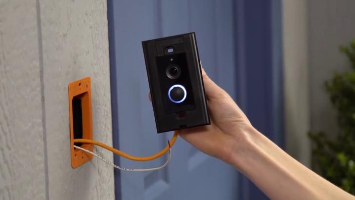 Установка дверного звонка в квартире
