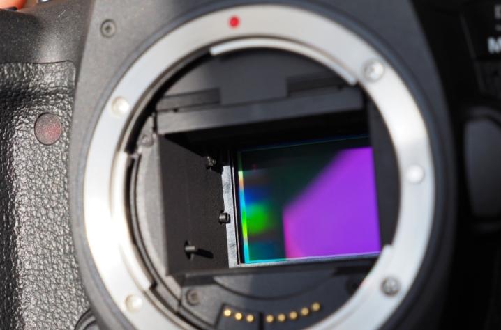 от чего пробитые пиксели в матрице фотоаппарата уже можно предположить
